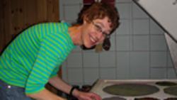 Daniela, glassdesigner hos Arctic glasstudio
